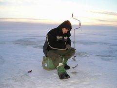 На соревнованиях по подледному лову рыбы в Новомосковске рыбаки не поймали ни одной рыбки