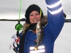 В Липецке женщин пригласили на подледную рыбалку