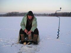 В Жидиловом Бору Псковской области любители зимней рыбалки смогут померятся уловами