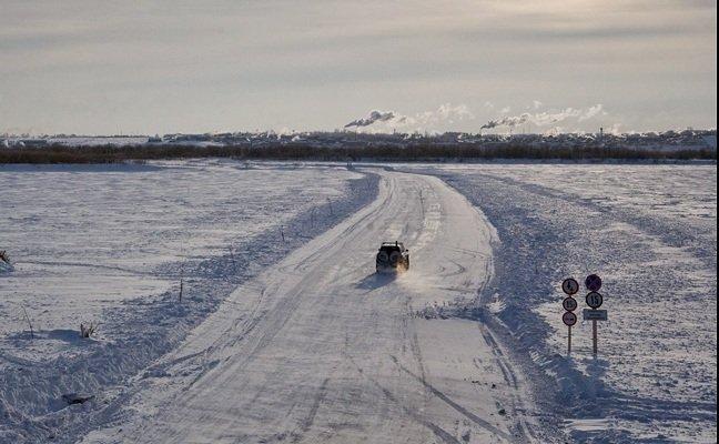 В Татарстане закрывают ледовую переправу через Волгу из-за трещин